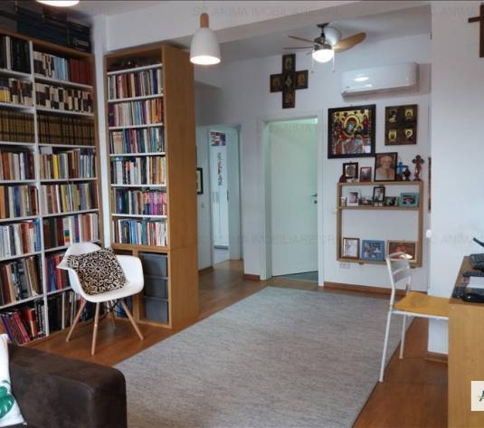 Apartament cu 4 camere de vanzare in zona Centrala - imagine 1