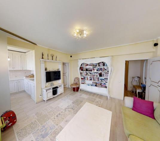 Apartament unicat situat in zona Grand Hotel Italia, mobilier in stil vintage - imagine 1