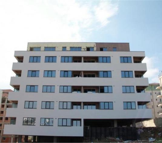 2 camere,decomandat,Zona Petrom,Baciu,50 mp,garaj - imagine 1