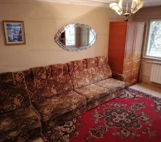 Vanzare Apartament 3 camere Central - imagine 1