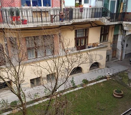 Vanzare apartament ultracentral in pod Piata Unirii - imagine 1