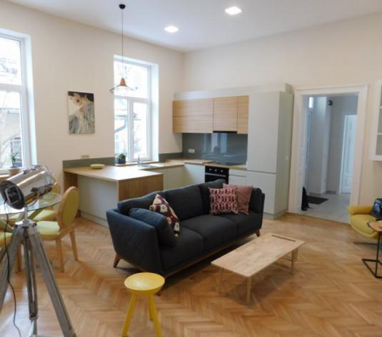 Vanzare apartament 3 camere in vila, Centru - imagine 1