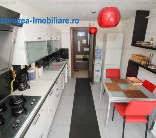 Babadag, ultramodern, mobilat si utilat complet, centrala, garaj - imagine 1