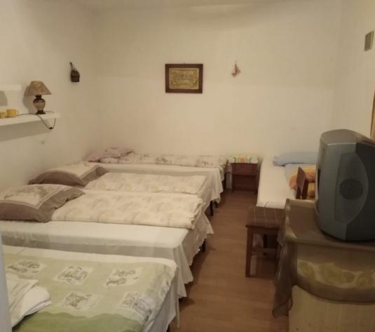 Inchiriez casa pentru muncitori 6 camere zona Vladimirescu - imagine 1