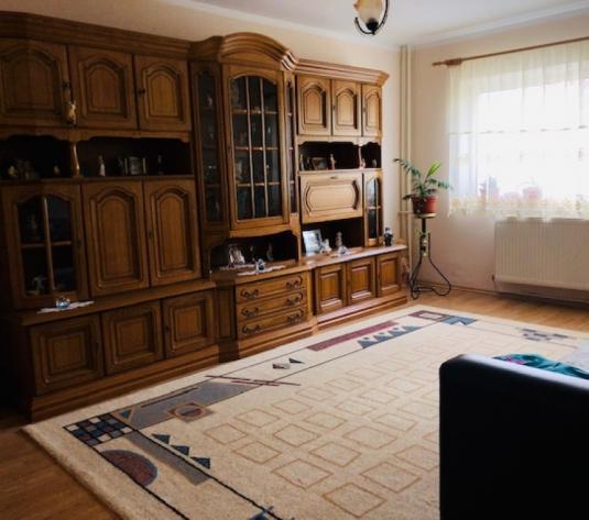 Apartament 2 camere, etaj 2, decomandat - imagine 1