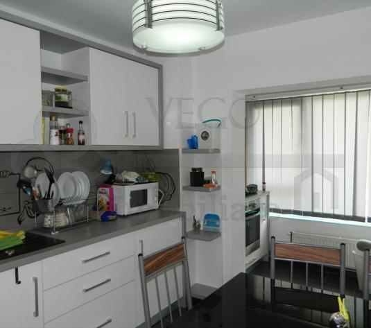 De vanzare apartament 2 camere decomandat, 54 mp, zona Louis Pasteur - imagine 1
