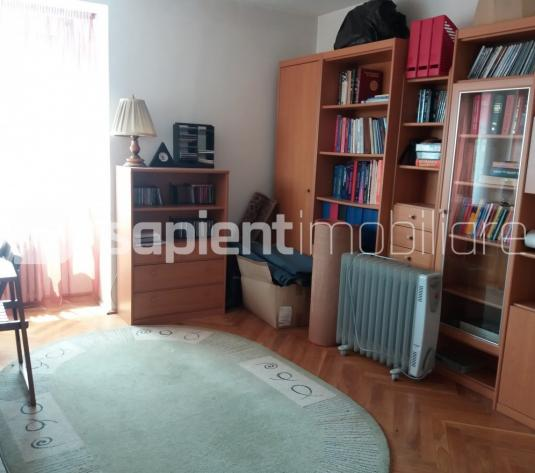 Apartament in zona centrala - imagine 1