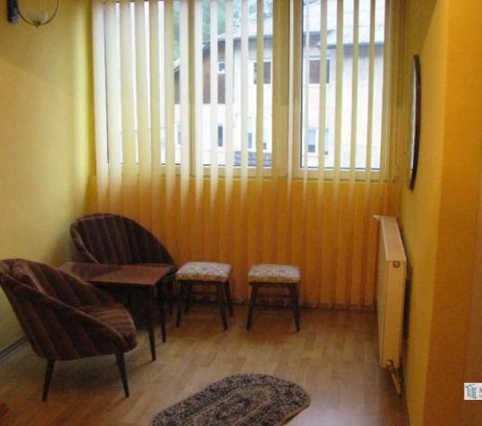 Apartament de inchiriat 3 camere in bloc de apartamente - imagine 1