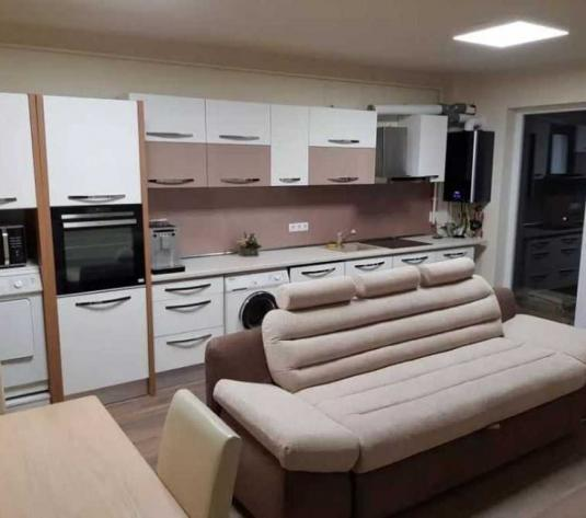 Vanzare apartament 3 camere in Baciu zona Petrom - imagine 1