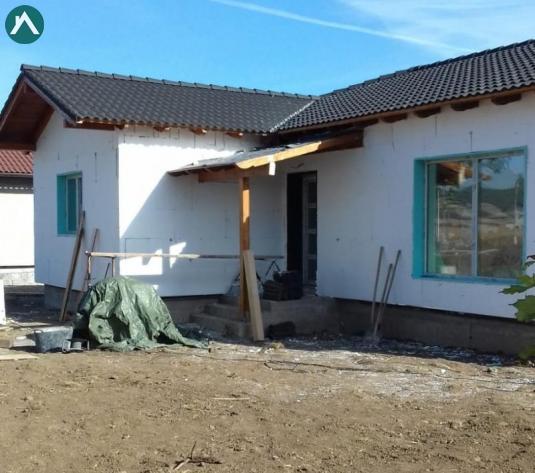 Propunere: casa parter 3 dormitoare, 2 bai, living, bucatarie - imagine 1