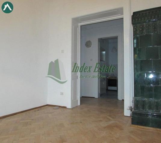 Apartament ultracentral , pretabil locuinta sau birouri! - imagine 1