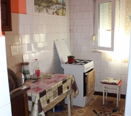 Vand apartament 3 camere, etajul 3, zona Miorita - imagine 1