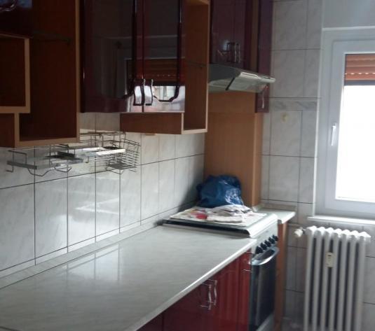 Vand apartament 3 camere, etajul 2, zona Confectii - imagine 1