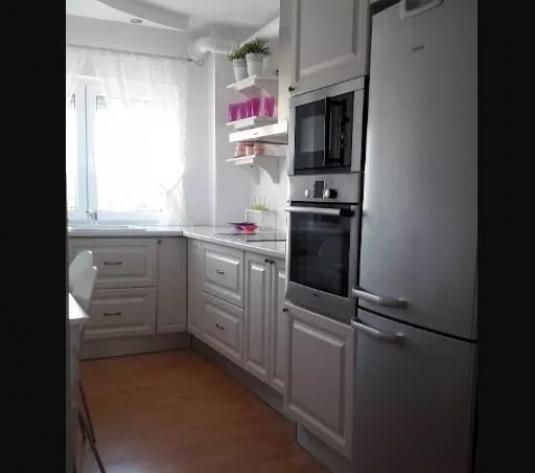 Inchiriez apartament 3 camere, amenajat, etaj intermediar, Micalaca - imagine 1