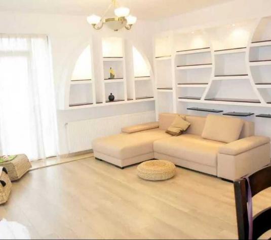 Vanzare apartament 3 camere in Europa zona strazii Valentin Bibescu - imagine 1