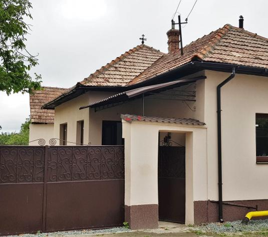 Casa 2 camere, renovata, 1150 mp teren, la asfalt, toate utilitile - imagine 1