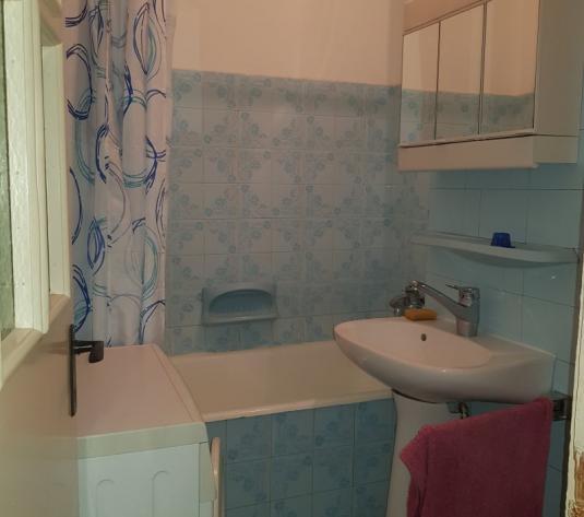 Inchiriez apartament 3 camere, decomandat, etaj 2, Ultracentral - imagine 1