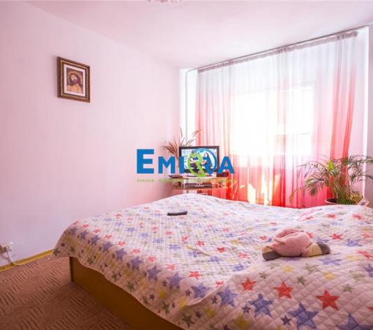 Apartament 3 camere decomandate zona Nord - imagine 1