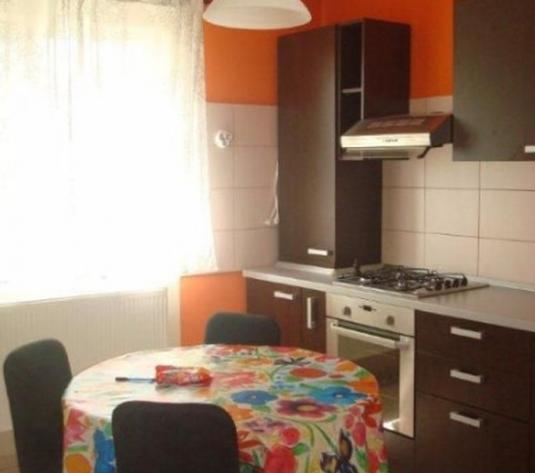 Apartament de vanzare 3 camere in vila - imagine 1