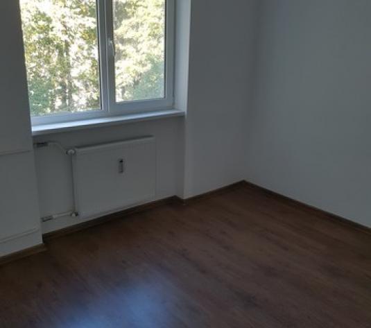 Apartament cu 4 camere Zona Scoala 7 - imagine 1