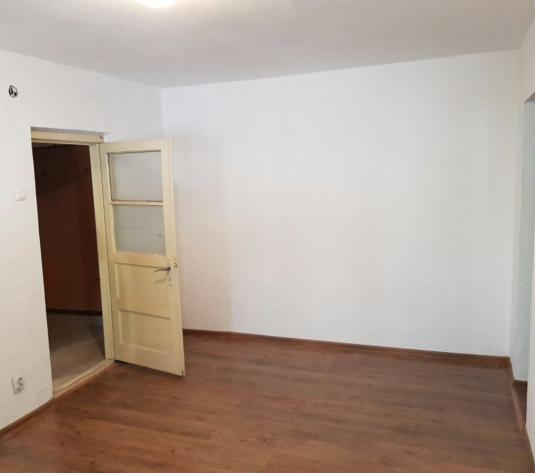 Vand apartament 2 camere zona Intim - imagine 1