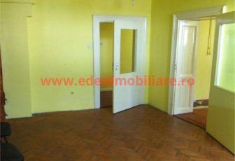 Apartament 5 camere de vanzare in Cluj, zona Marasti, 90900 eur