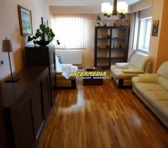 Apartament 4 camere si scara interioara de vanzare Centru - imagine 1