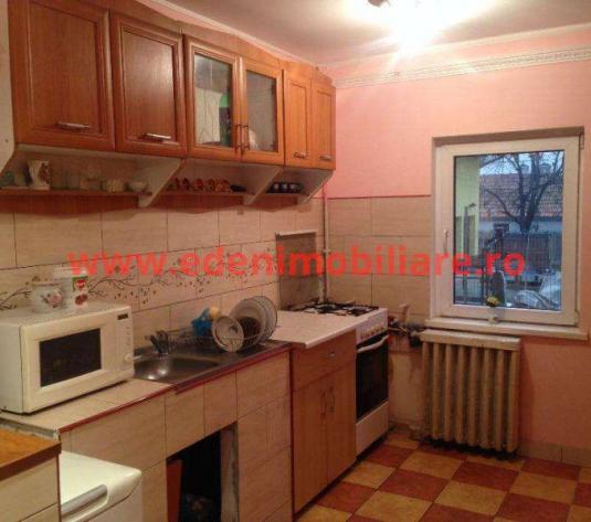 Apartament 3 camere de vanzare in Cluj, zona Manastur, 93000 eur