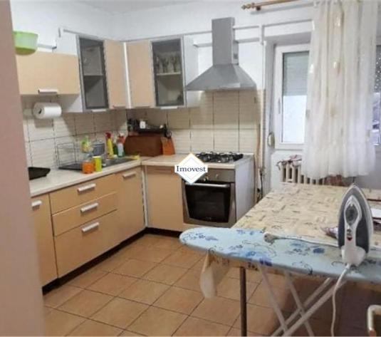Apartament 4 camere, caramida, Micro 17 - imagine 1