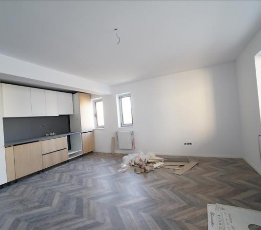 Vanzare apartament 2 camere bloc nou cu CF, str Razoare zona VIVO - imagine 1