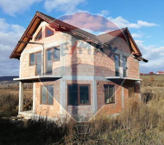 Oportunitate!Casa individuala la rosu de vanzare, teren 900mp, Valcele - imagine 1