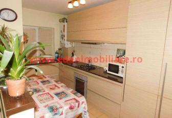 Apartament 4 camere de vanzare in Cluj, zona Manastur, 110000 eur