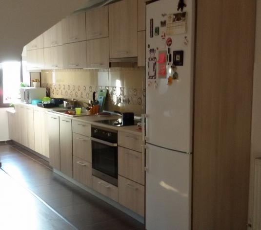Apartament cu 4 camere Floresti
