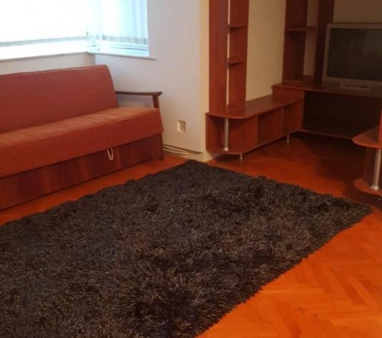 De vanzare apartament 3 camere Centru - imagine 1