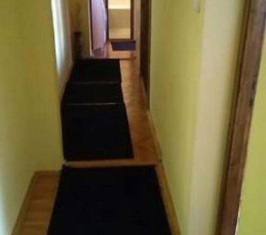 De vanzare apartament 3 camere Ampoi 1 - imagine 1