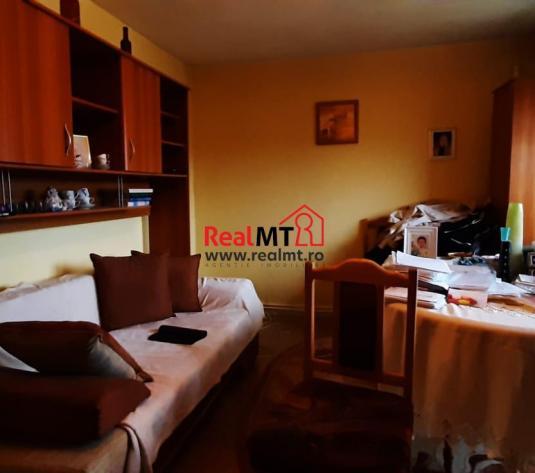 Apartament 2 camere, decomandat, etaj 3, Tolstoi - imagine 1