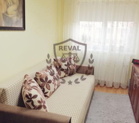 Vand apartament cu 3 camere, zona Cetate, complet mobilat si utilat. - imagine 1