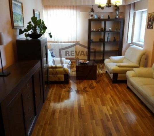 Vand apartament 4 camere, ultracentral, priveliste deosebita. - imagine 1