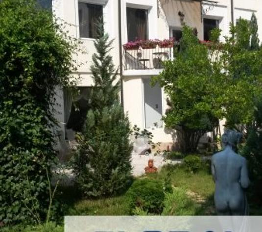 Vila strada trivale - imagine 1