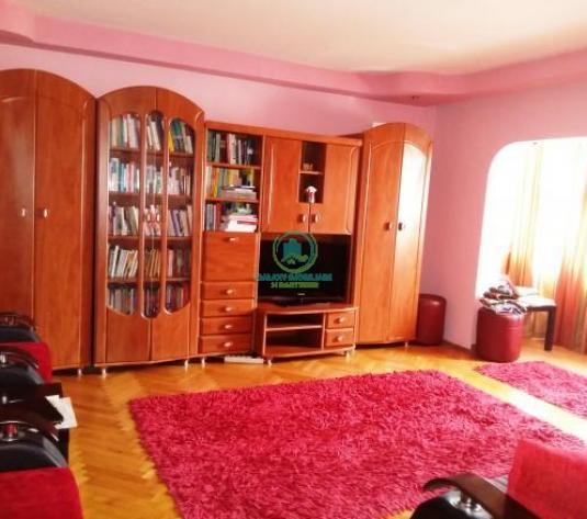 Vanzare apartament 3 camere in Pitesti Teilor - imagine 1
