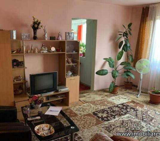 Apartament 3 camere Zona Micro 15 - imagine 1