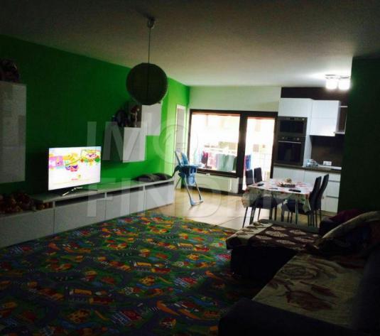 Vanzare apartament 3 camere, etaj 1, predare la cheie, garaj, zona Trifoiului