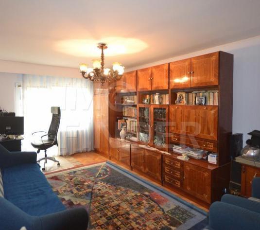 Vanzare apartament 3 camere, intre Lacuri, 2 balcoane