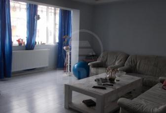 Apartament de vanzare 3 camere  , garaj, parcare, 64 mp, decomandat, etaj 2/3 in Apahida, Apahida